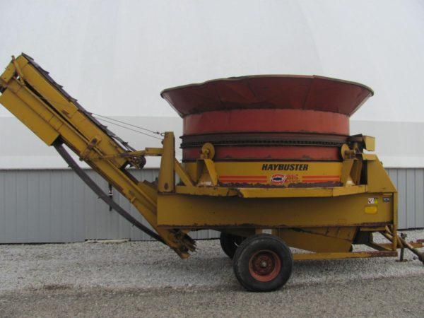 Haybuster H1000 Feeding Equipment