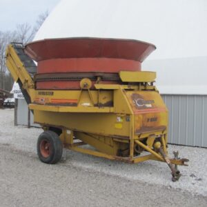 Haybuster H1000 Feeding Equipment