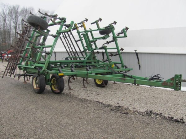 Used John Deere 960 Field Cultivator for Sale