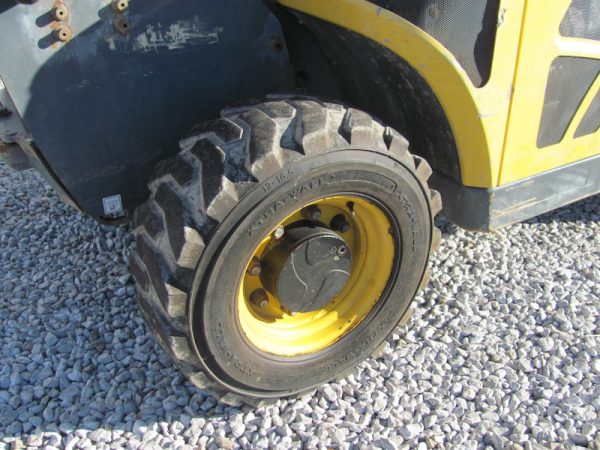 Gehl RS5-19 Telehandler for Sale - Tire View